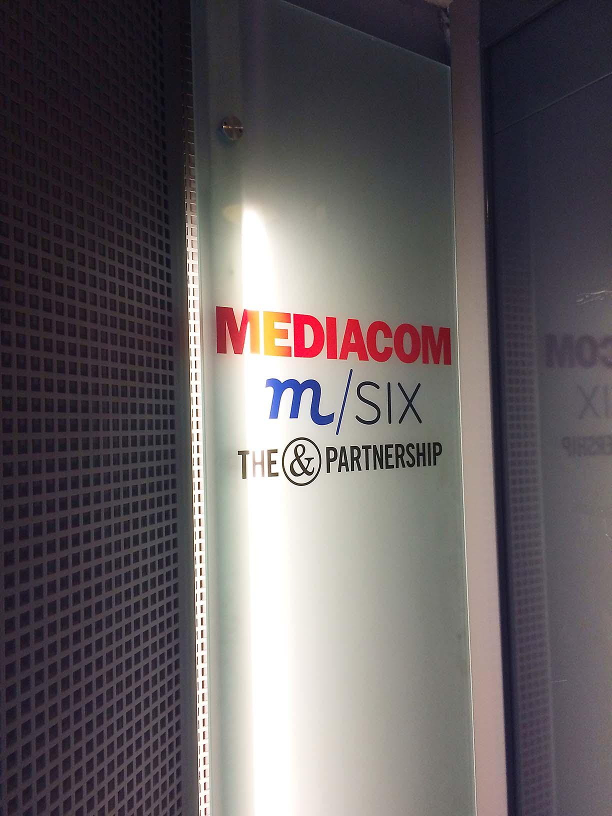 MediaCom og m/Six skilt